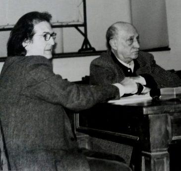 Arnaldo Pomodoro discutere di scultura a Brera nel 2007.