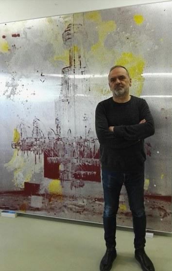 Arnold Dall'O incontro nello Studio a Merano (Bz) scoprendo preziosi libri d'artista e grandi lastre da stampa insistentemente rivisitate.