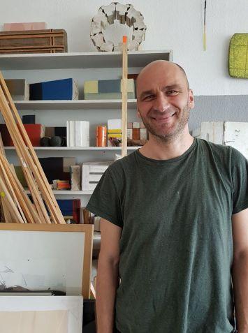 Juergen Oschwald in studio a Freiburg