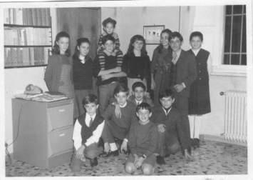 ...ricordo tra gli altri Cristina e Federico Salza, Silvia Gozzini, Entico Ghelardi, Forese Gatteschi, Piero Pierotti con mio fratello Luca e mia sorella Francesca fine anni '60 a Pisa...